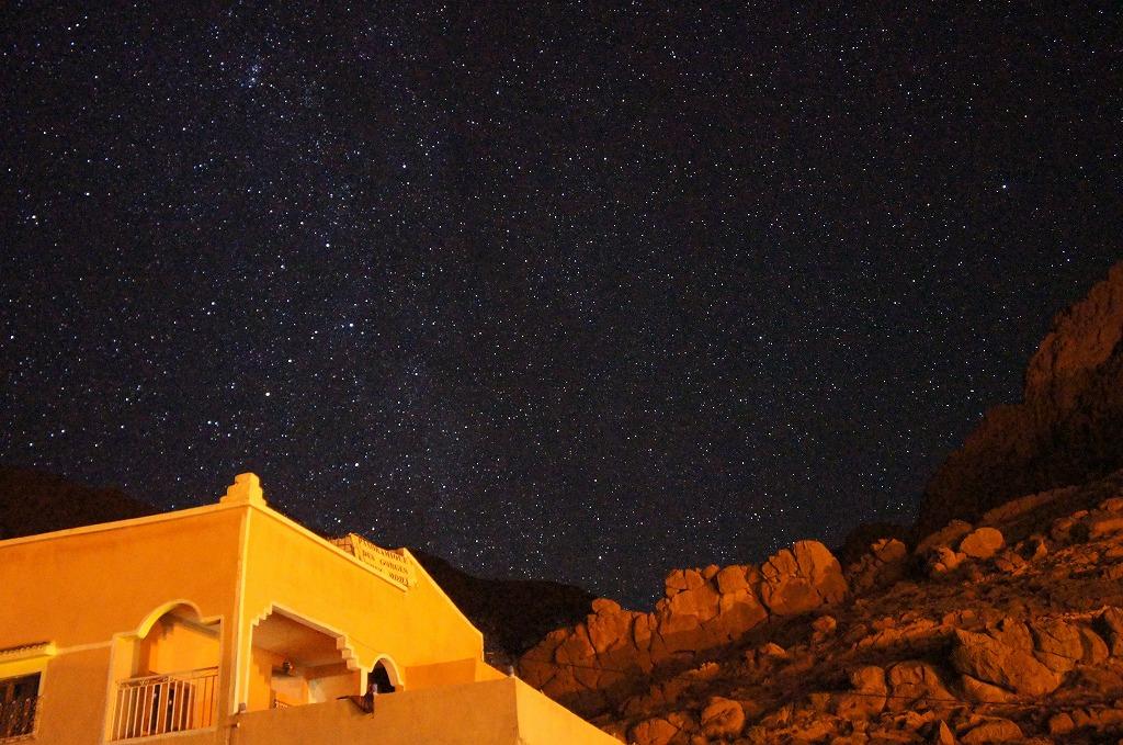 モロッコのトドラ渓谷にて。ここはほんとうに星空がきれいでした。世界一星空がきれいなニュージーランドのテカポよりキレイかも。と思いました!